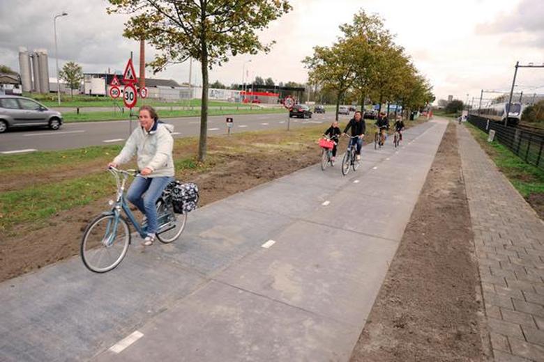 В Нидерландах строят велодорожку из солнечных батарей