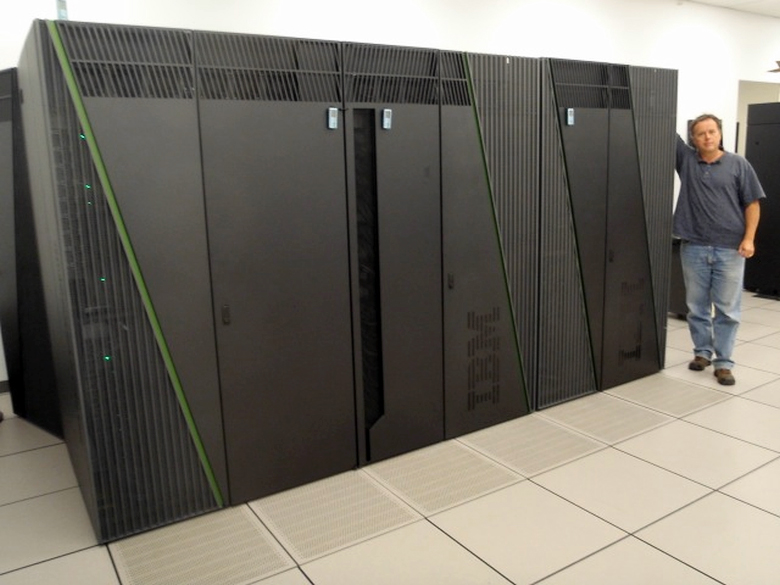 Канадский суперкомпьютер архитектуры IBM BlueGene/Q (фото: labcanada.com).
