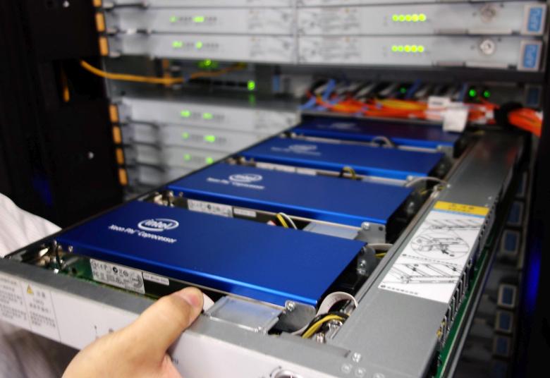 Сопроцессоры Intel Xeon Phi 31S1P в суперкомпьютере Tianhe-2 (фото: netlib.org).