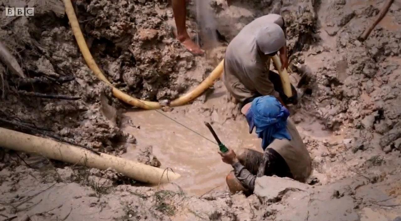 Кустарная добыча олова на о.Банка, Индонезия.