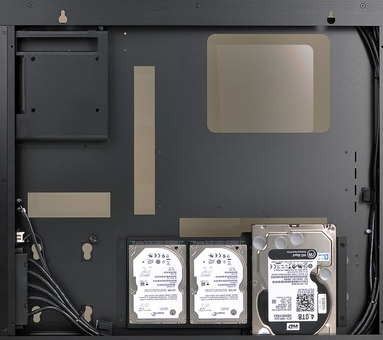 Lian Li-PC-O6S: петли для настенного крепления и платформа для размещения части жёстких дисков позади материнской платы.