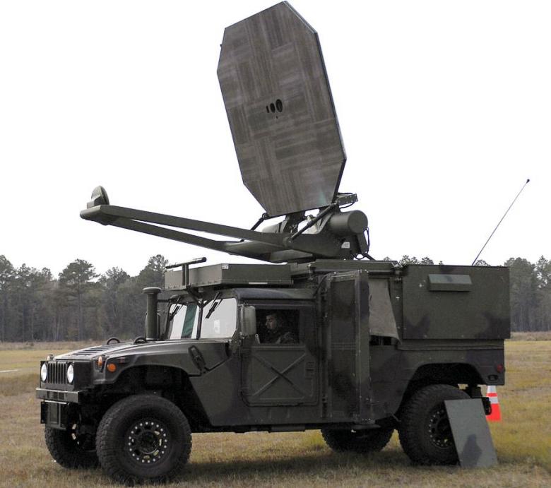Мобильная установка нелетального действия Raytheon ADS генерирует СВЧ-излучение частотой 95 ГГц (фото: thefirearmblog.com).