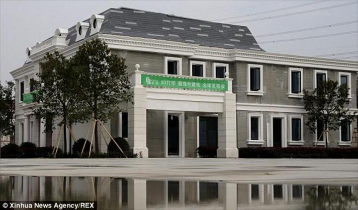 Такой дом отпечатал гигантский 3D-принтер для одного из промышленных парков КНР.