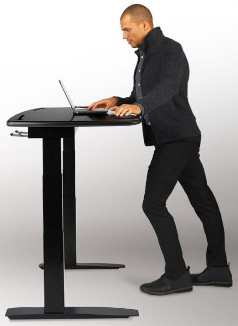 Стол, автоматически меняющий свою высоту для пользы работника