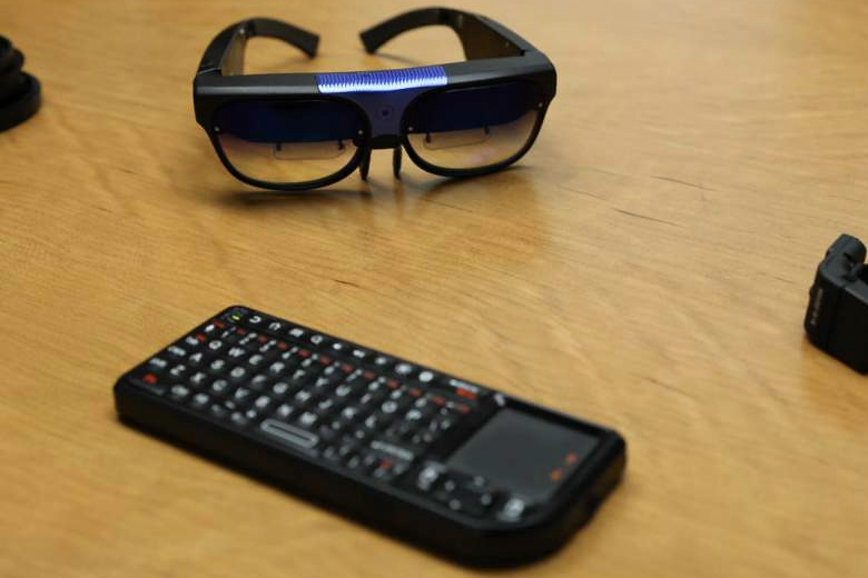 Трекпад для очков ODG (фото: techcrunch.com).