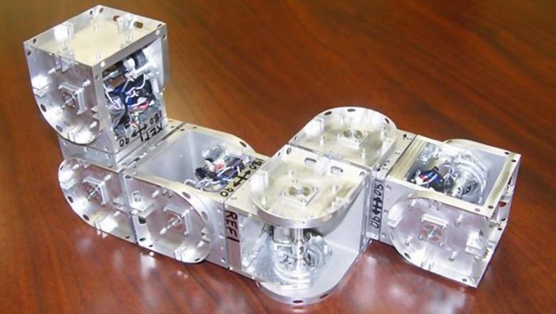 Модульные роботы серии SuperBot легко меняют форму.