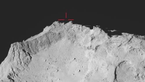 Исследователи ESA нашли посадочный модуль Philae, парящим над поверхностью кометы.