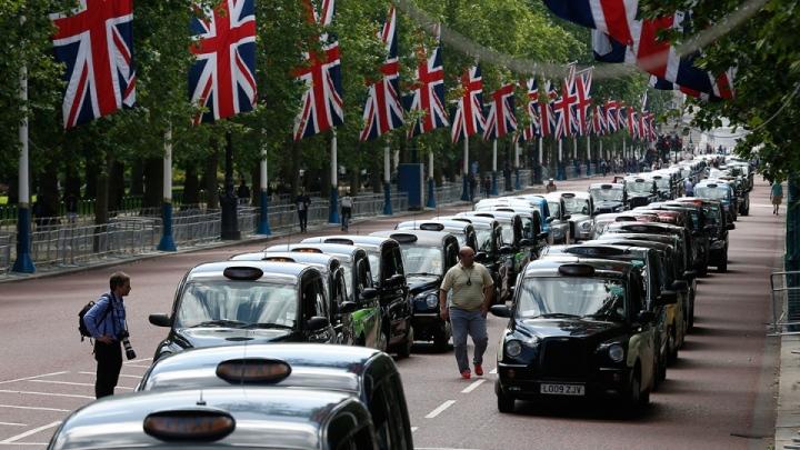Такой зрелищности и патриотичности, как лондонские кэбмены, местные забастовщики не достигнут долго…