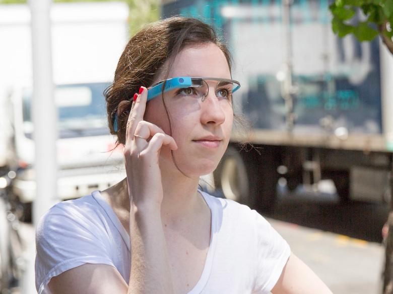 Проект Google Glass перезапущен (фото: mashable.com).