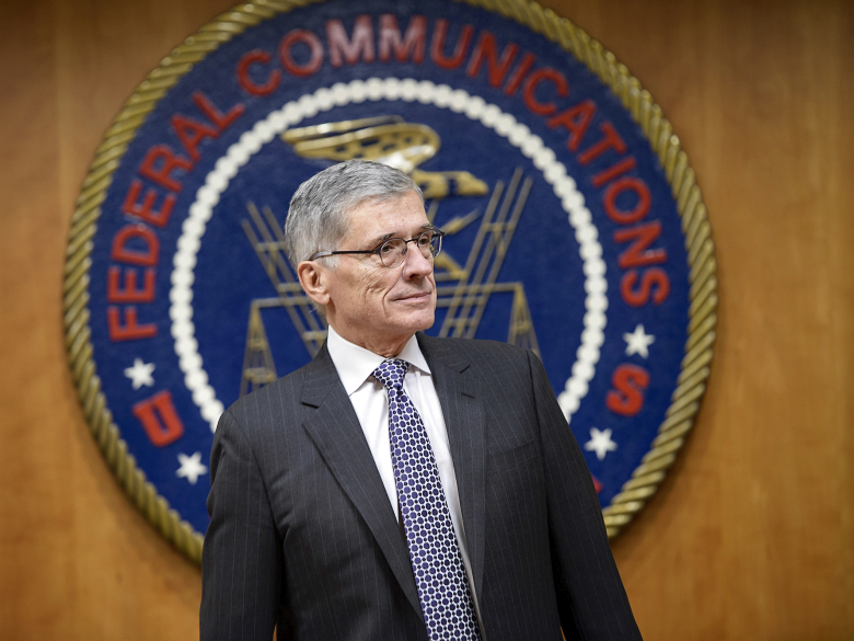 Председатель FCC Том Уилер (фото: Brendan Smialowski/AFP/Getty Images).
