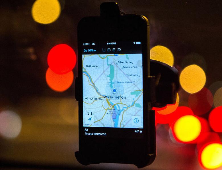 Приложение Uber для водителей и их клиентов (фото: Evelyn Hockstein / Getty Images).