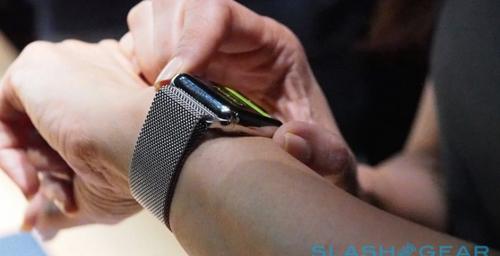 «Умные» часы больше отвлекают водителей от дороги, чем смартфоны.