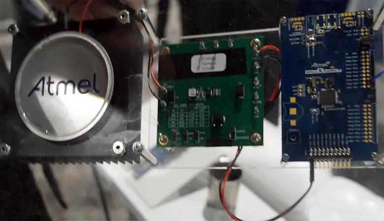 FM-трансмиттер на базе платы SAM L21 Xplained Pro, питающийся от с термоэлектрического преобразователя. (фото: atmel.com).