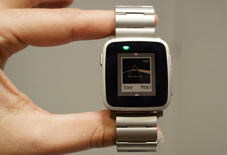 Pebble Time (фото: engadget.com).
