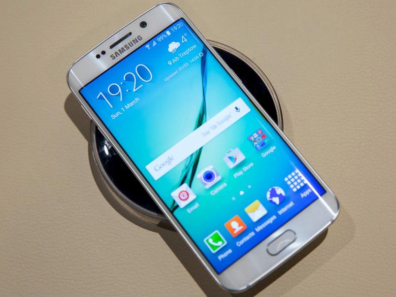 Смартфон получился скользким и слишком тонким (фото: curved.de).