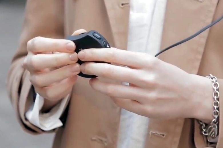 Блок управления очками Sony SmartEyeGlass (фото: sonymobile.com).