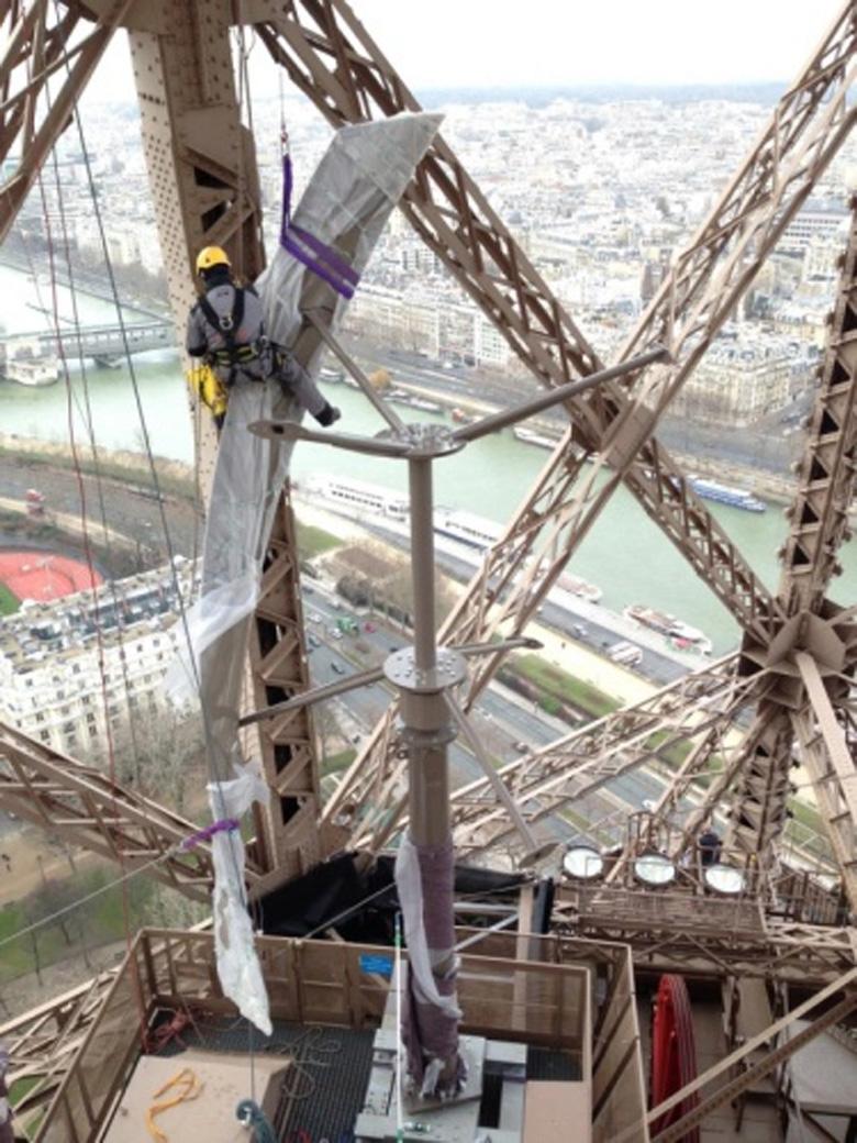 На Эйфелевой башне установят ветряные турбины