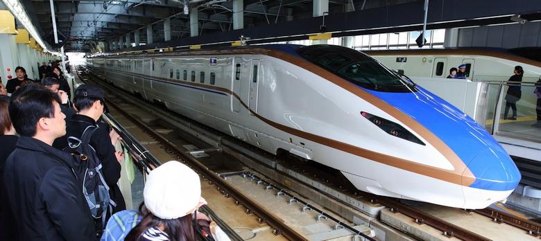 Маглев на линии Хокурику-синкансэн (фото: phys.org).