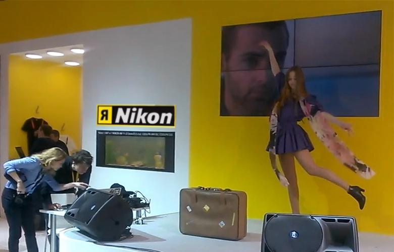 Фотомодель на стенде Nikon.