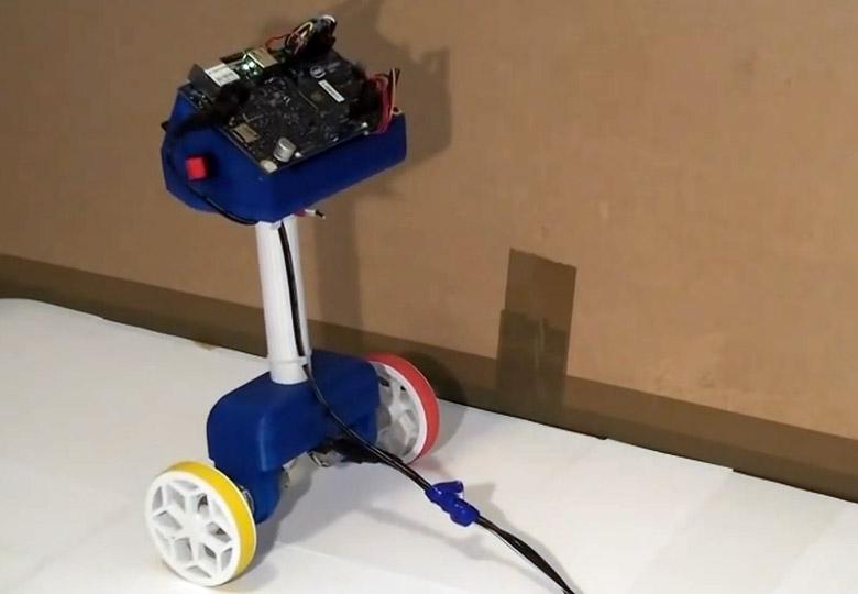 Балансирующий робот на базе Intel Galileo Gen 2 и синей изоленты™ (фото: Simon Bluett).
