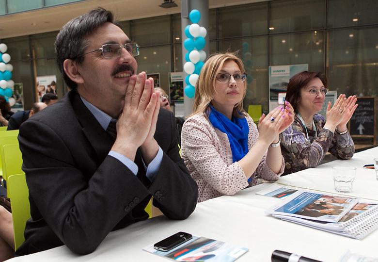 Эксперты оценивают работы финалистов конкурса Siemens.