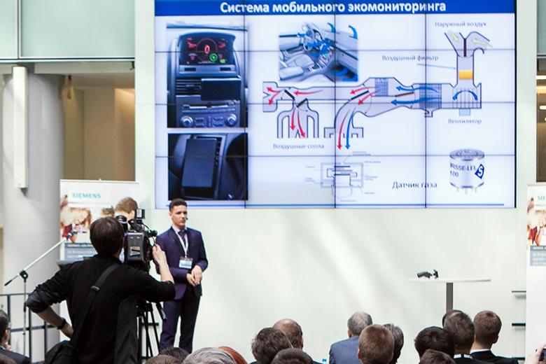 Владислав Жуков на презентации проекта системы экомониторинга.
