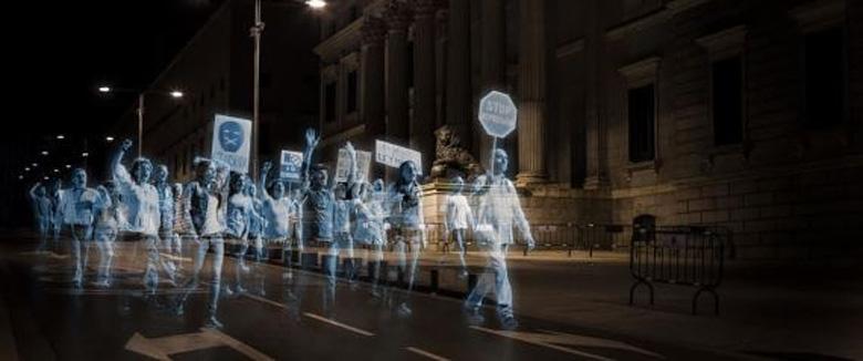 Голографическая демонстрация в ответ на запрет митингов