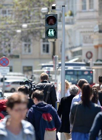 """В Вене появились """"толерантные"""" светофоры"""