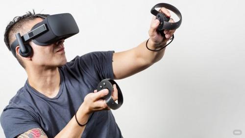 Oculus VR планирует инвестировать 10 млн долл. в разработку игровых программ для шлема виртуальной реальности Oculus Rift.