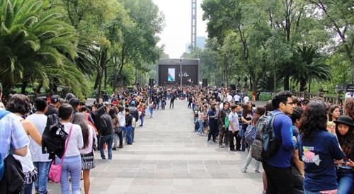 LG установила мировой рекорд Гиннесса, сделав селфи самой длинной очереди с помощью смартфона LG G4.