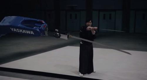 В Японии научили робота обращению с катаной (длинным японским мечом).