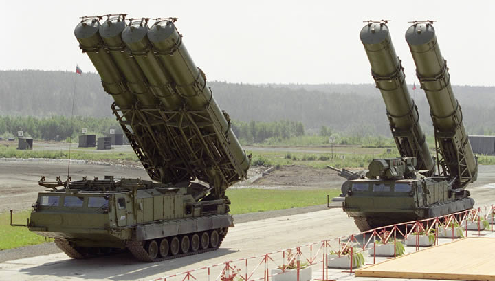 Капитализация российского сырьевого бизнеса рушится, а вот зенитное оружие расходится как горячие пирожки…