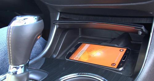 Chevrolet разработала компактную систему для автомобиля, позволяющую осуществлять зарядку и эксплуатацию смартфона в условиях повышенных температур.