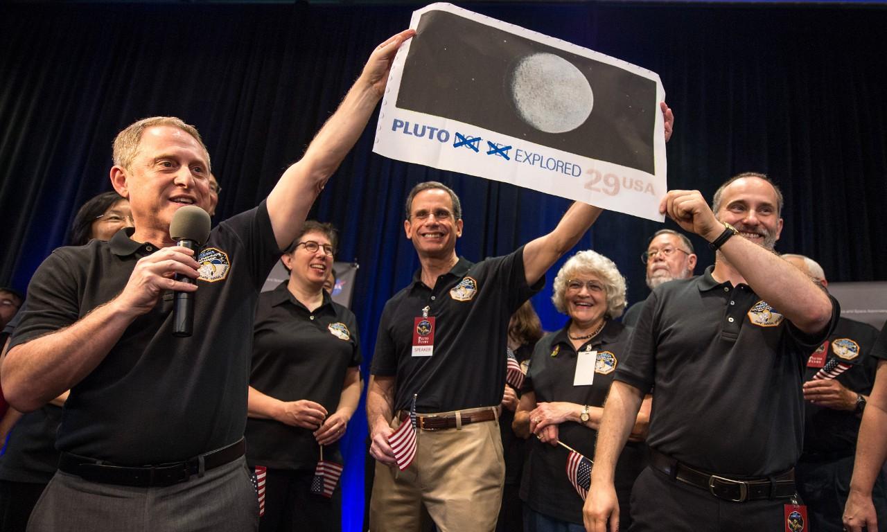 «Дамы и господа, наш фальшивый космический зонд посетил как бы девятую планету!»