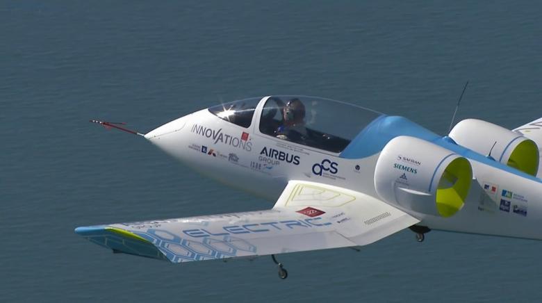AIrbus E-Fan над Ла-Маншем (кадр онлайн трансляции).