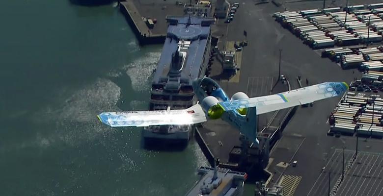 Airbus E-Fan заходит на посадку (кадр онлайн трансляции).