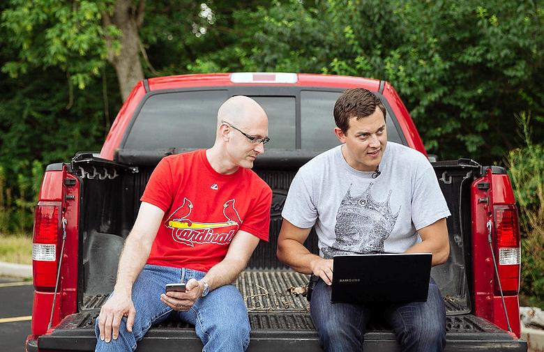 Чарли Миллер (слева) и Крис Валасек.
