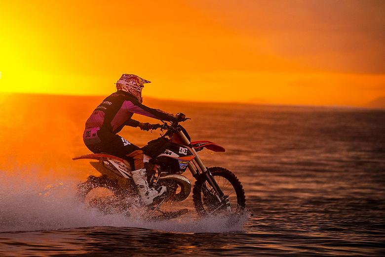 Закат односредных мотоциклов и рассвет амфибий.