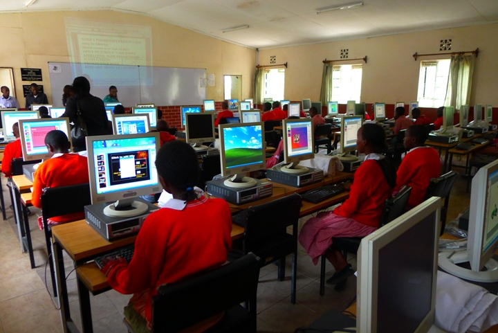 720-students-with-computers