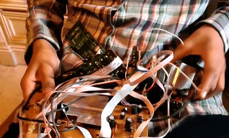 Содержимое сумки Ахмеда в день задержания (фото: The Dallas Morning News).