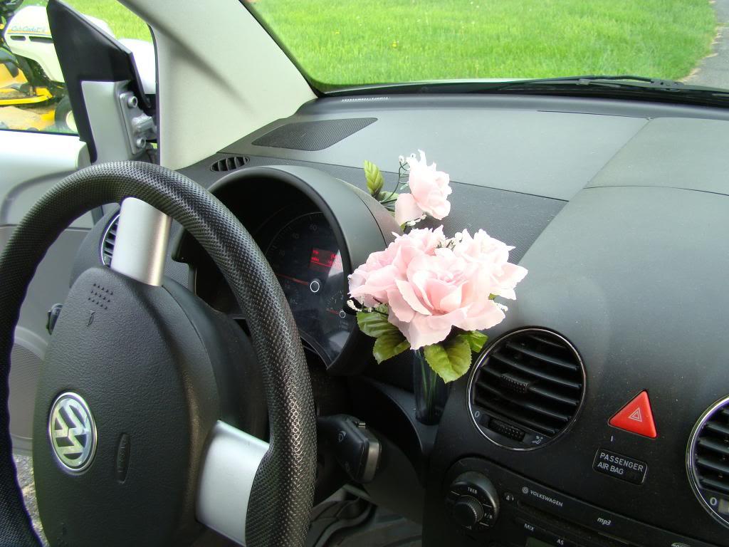 Чтобы подчеркнуть «чистоту» своих автомобилей, VW даже оборудовала на приборной панели некоторых из них место для вазочки с цветами.