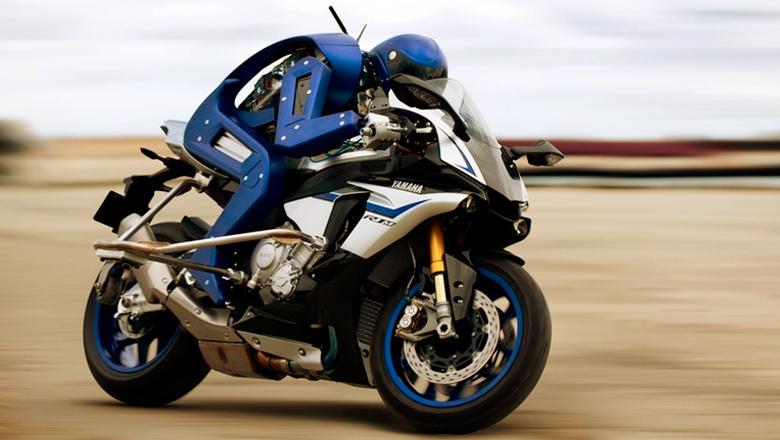 Мотобот - редкий пример начала карьеры с тяжёлых мотоциклов (фото: Yamaha).