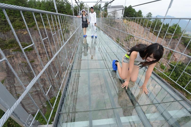 В Китае появился самый длинный стеклянный мост в мире