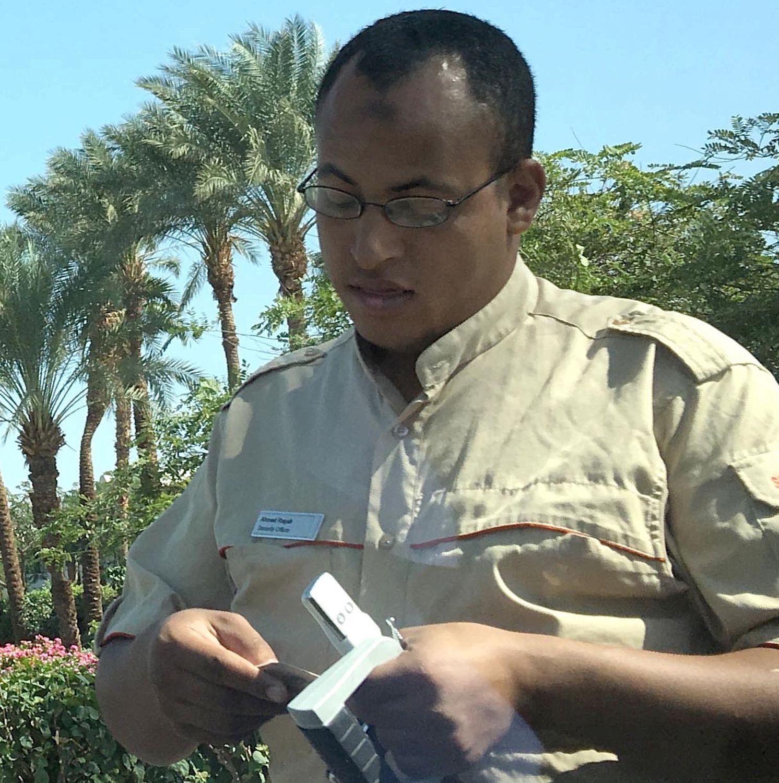 А это уже ноябрь 2015-го, Шарм-эль-Шейх. Узнаёте устройство в руках человека в форме?