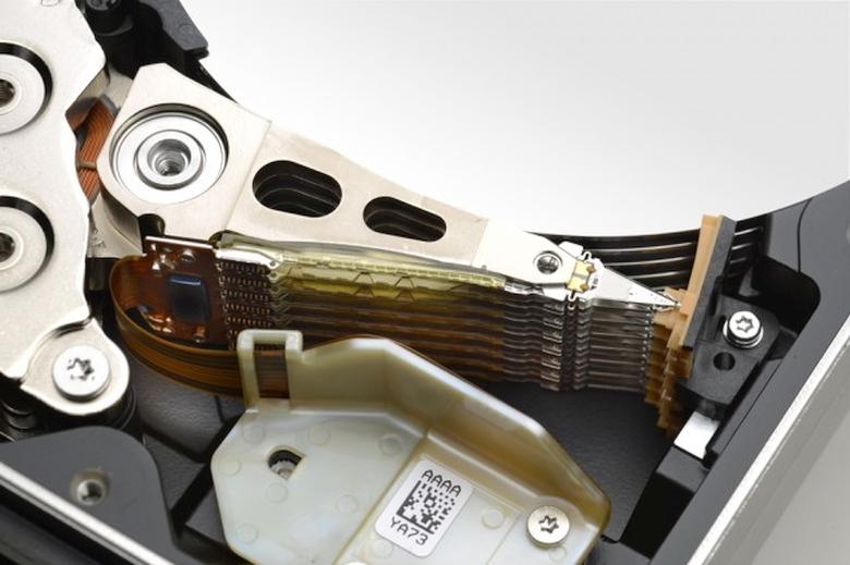Жёсткий диск HGST He10 (фото: extremetech.com).