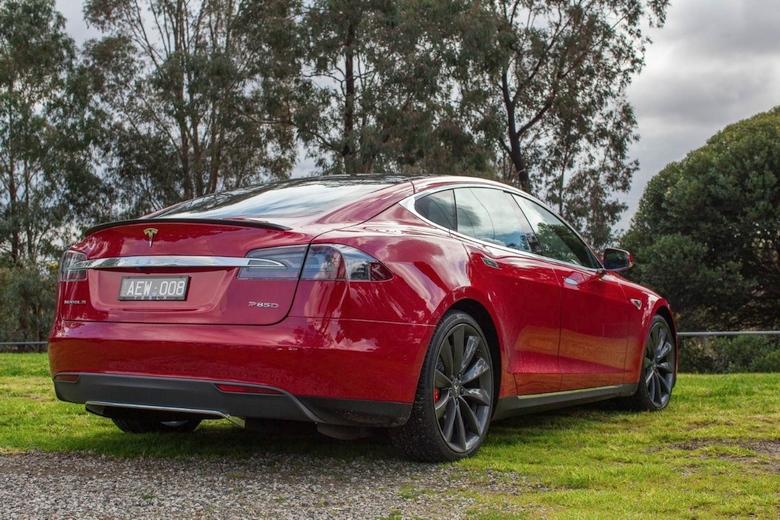 Tesla S P90D (фото: Chris Blain / Gizmag).