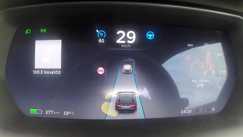 Дисплей в  Tesla Model S P90D (фото: gizmag.com).