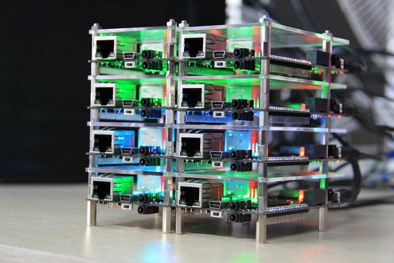Кластер из одноплатных компьютеров (фото: cubieboard.org).