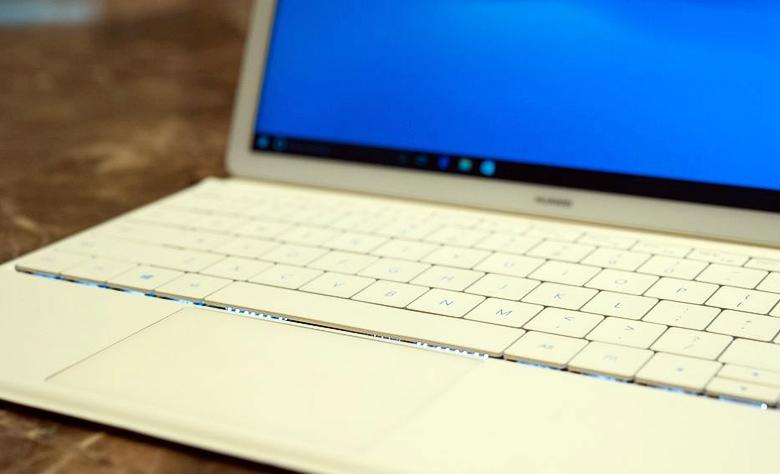 Влагозащищённая клавиатура MateBook Protfolio с подсветкой клавиш (фото: theverge.com).
