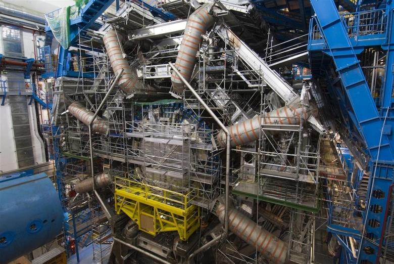 Сверхпроводящие магниты на детекторе БАК в эксперименте ATLAS (фото: CERN).